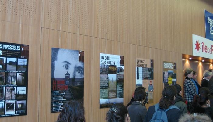 """L'exposition """"Vision des camps d'Auschwitz-Birkenau par les jeunes franciliens"""""""